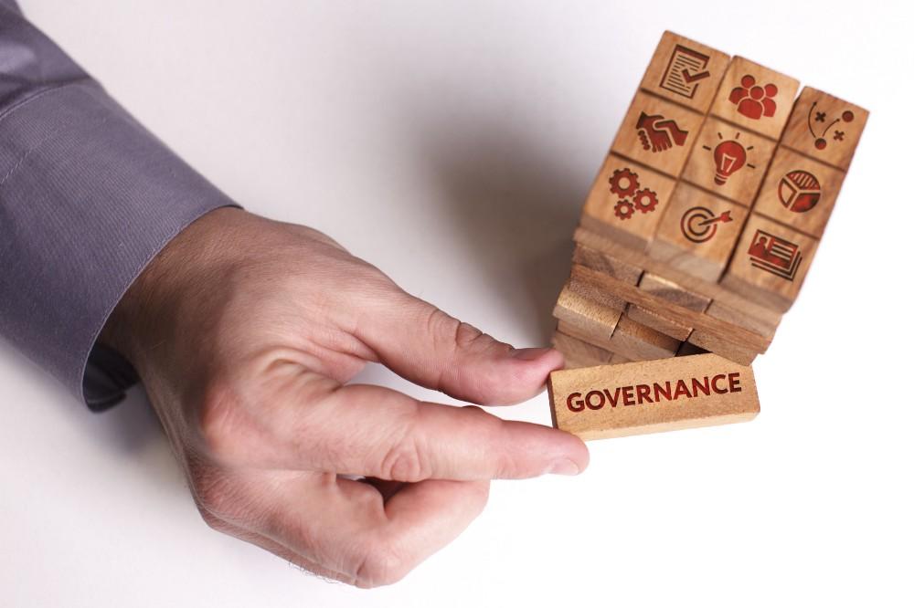 La Governance con Hyperledger Fabric : Un Male Necessario